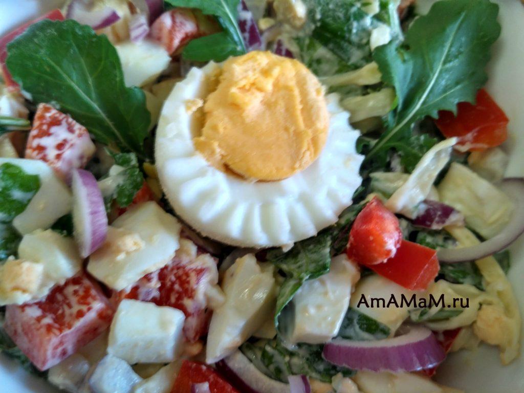 Как украсить салат вареным яйцом - фото