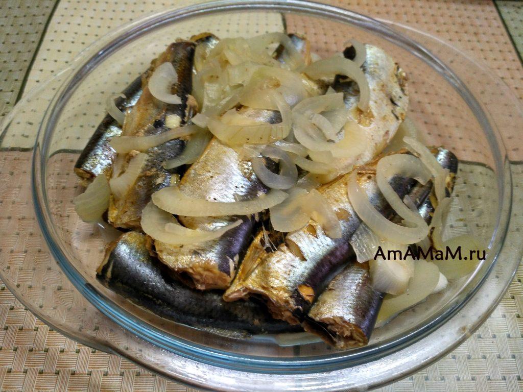 Рецепт салаки и способ приготовления с луком