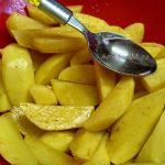 Способ запекания картофеля в пакете - этапы