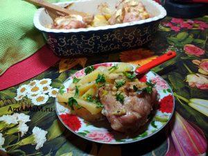 Бедрышки с картошкой и луковицами