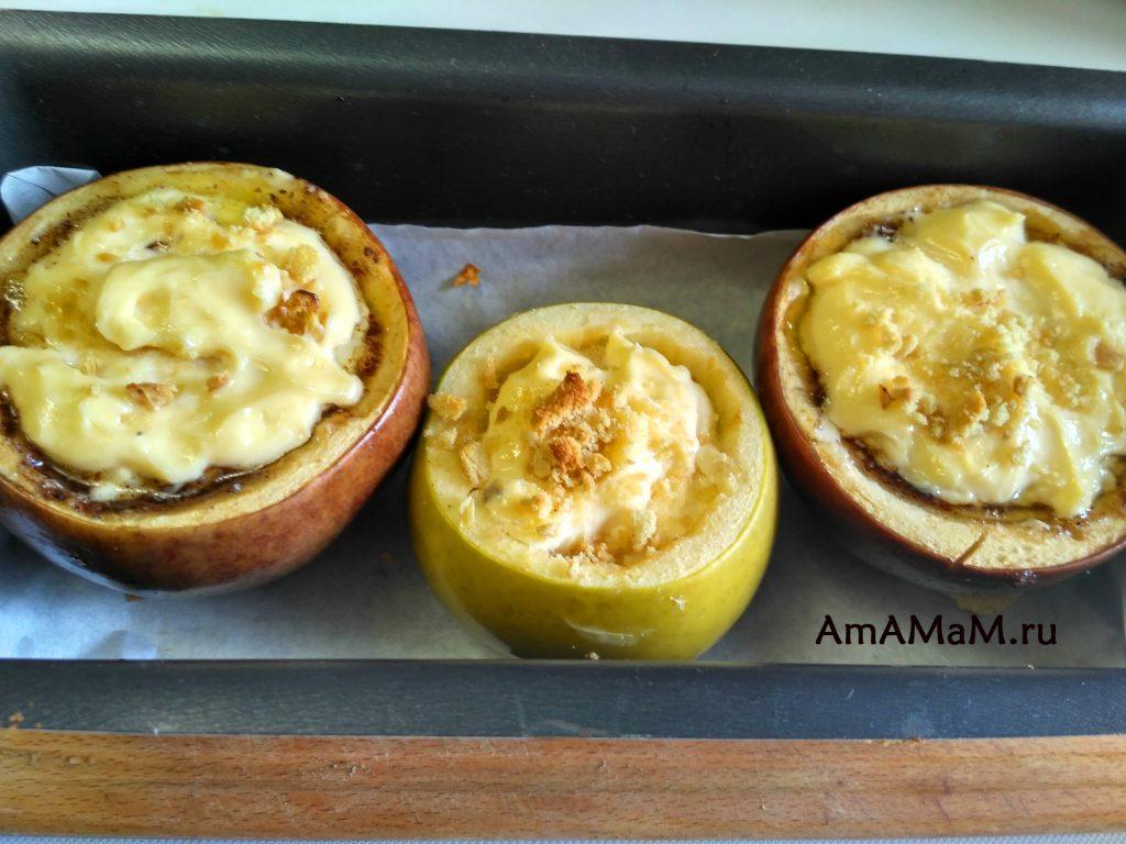 Яблоки печеные с чизкейком внутри