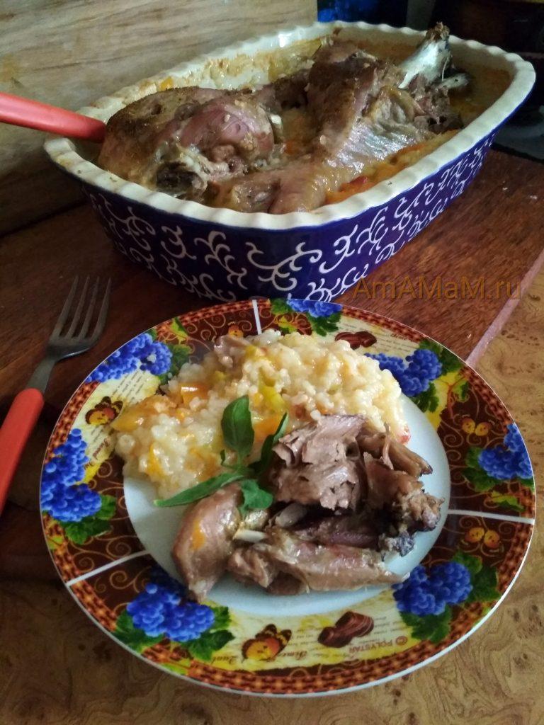 Рецепт запекания голеней индейки с рисом - готовое блюдо