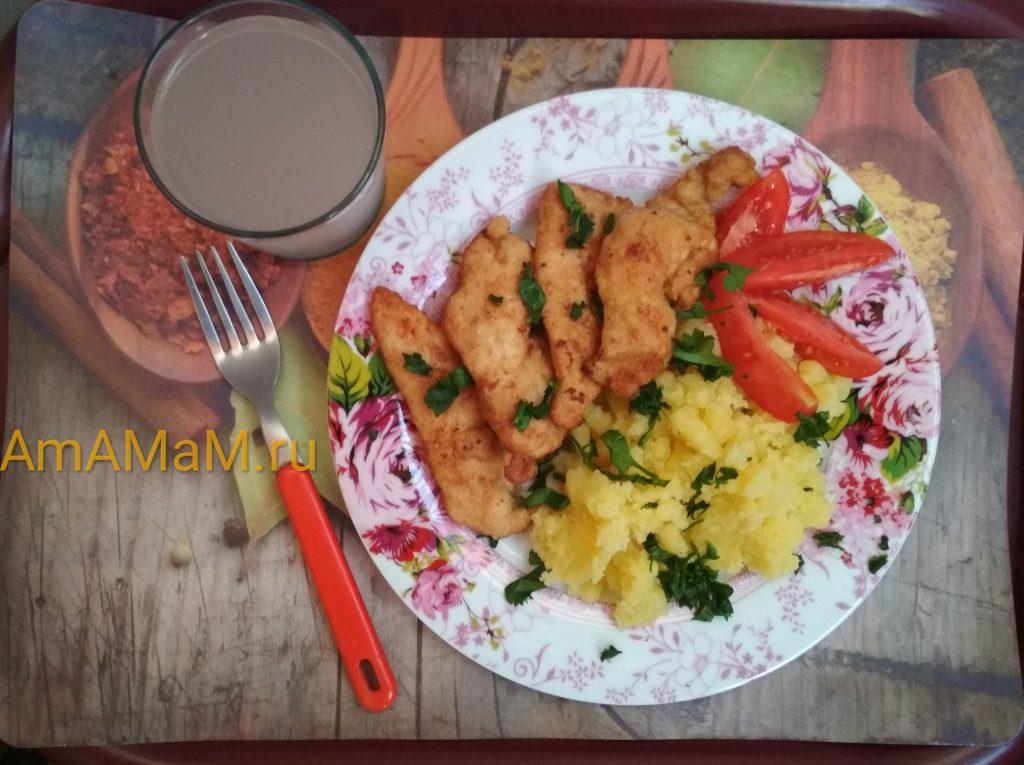 Обед из куриной грудки и картофеля