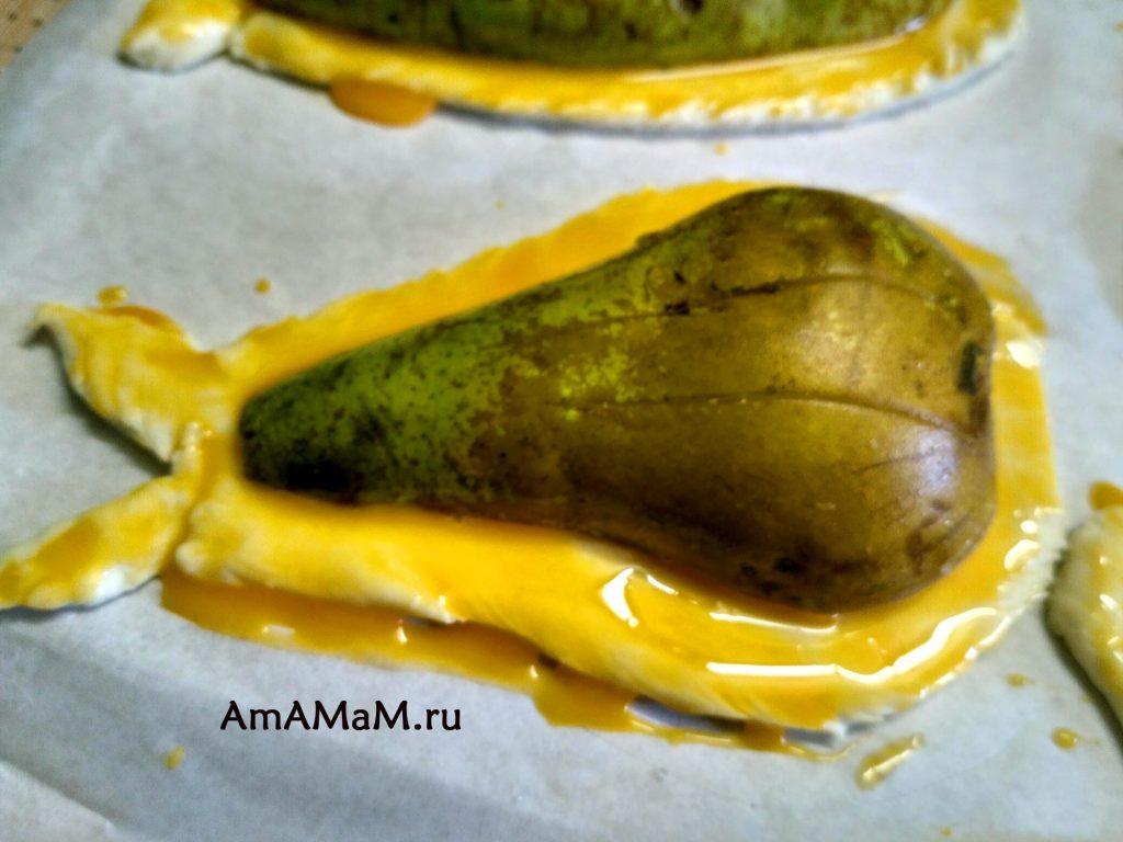 Рецепт запекания груш на тесте