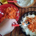 Пирог из яблок и моркови - сборка