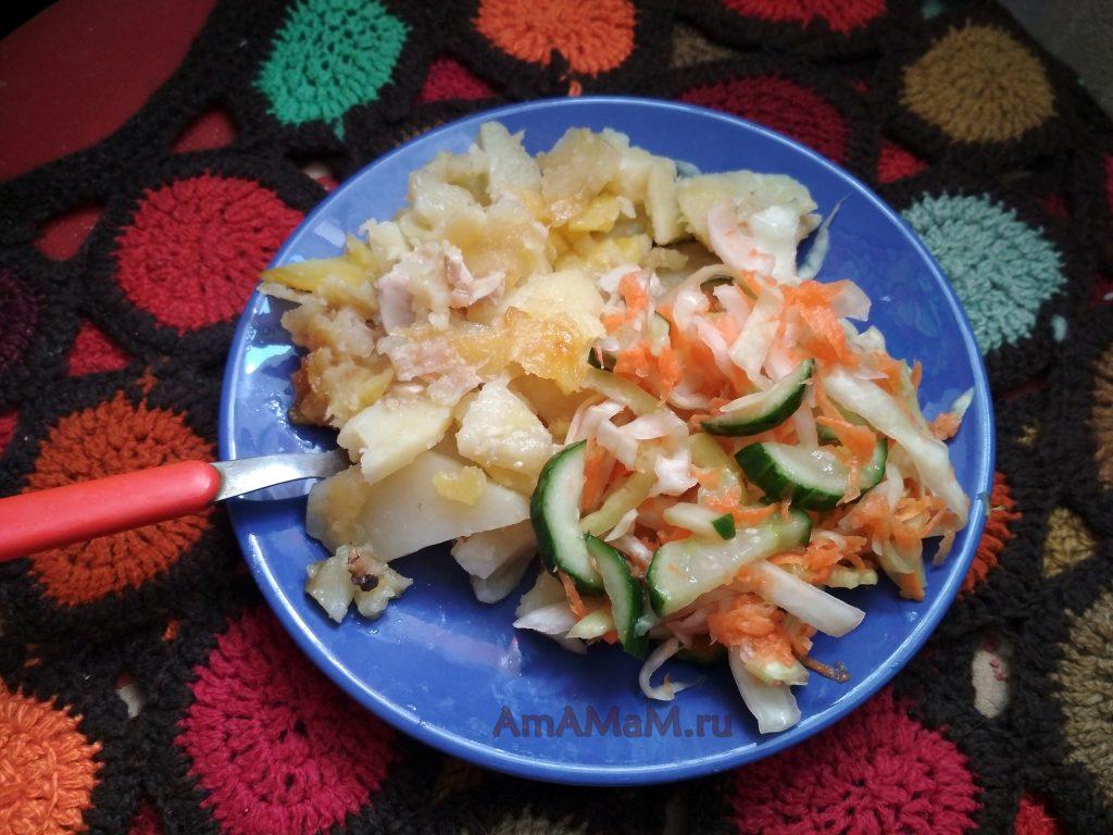 Маринованная капуста с огурцом и перцем