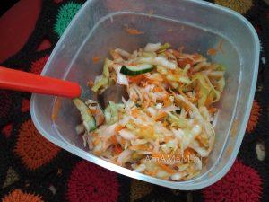 Вкусный капустный салат с огурцами