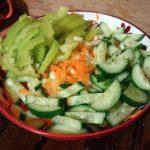 Маринованная капуста с морковью, перцем, огурцами