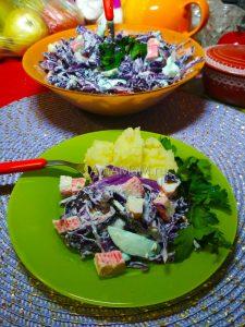 Салат из красной капусты с яйцами и крабовыми палочками