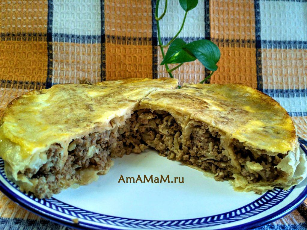 Пирог, свернутый по спирали, с фаршем в лаваше