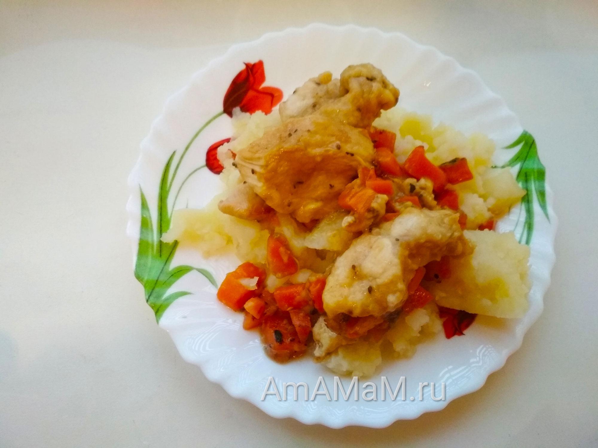Картошка и куриная грудка с овощами и смородиной