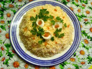 Крабовый салат слоеный с рыбной икрой