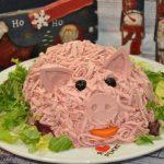 Свинья из салата
