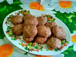 Печеные в духовке котлеты из индейки