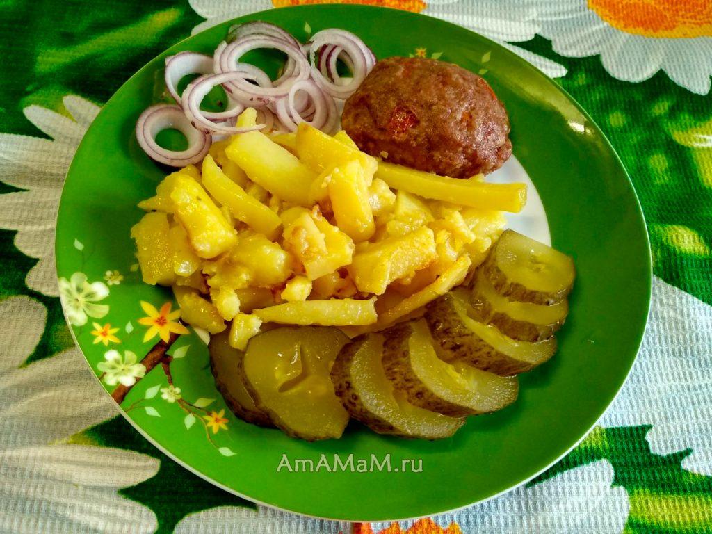 Ужин иили обед из котлет с жареной картошкой