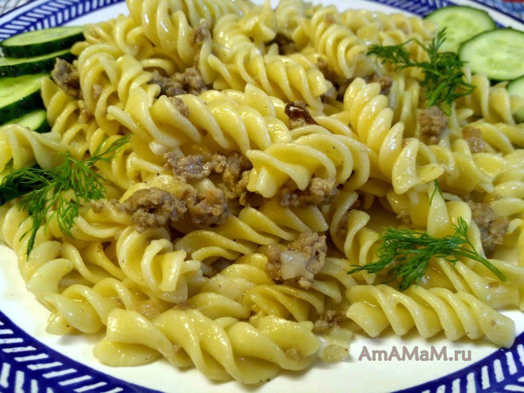 Вкусные макароны по-флотски с фаршем и салом