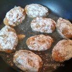 Котлеты из фарша трески с сырками в сковороде