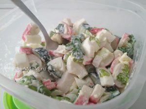 Вкусный салатик из крабовых палочек на скорую руку