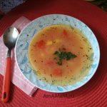 Фасолевый суп из консервированной фасоли в томате с картофелем и морковью на курином бульоне