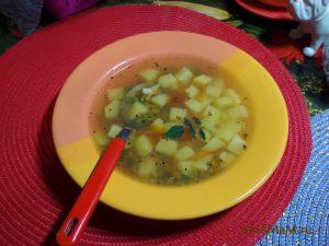 Суп гороховый на курином бульоне