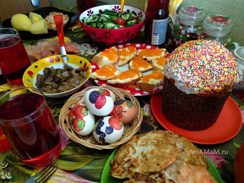 Пасхальный стол: кулиц, яйца, бутерброды с икрой, грибы, красная рыба, салат