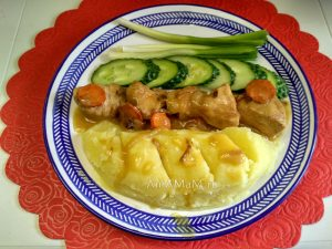 Тушеная индейка (филе) с луком и морковью