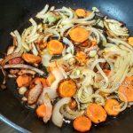 Приготовление овощной части подливки из индейки
