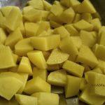 Картошка, нарезанная в суп