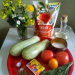 Кабачки, помидоры, плавленый сырок, чеснок и другие ингредиенты закуски