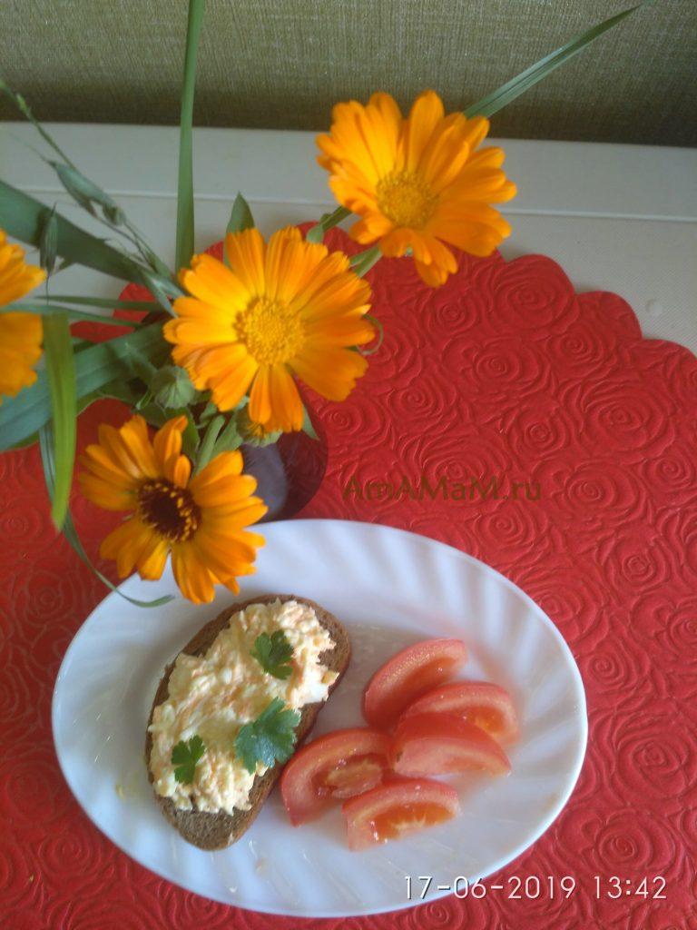 Салат Еврейский с морковью на хлебе