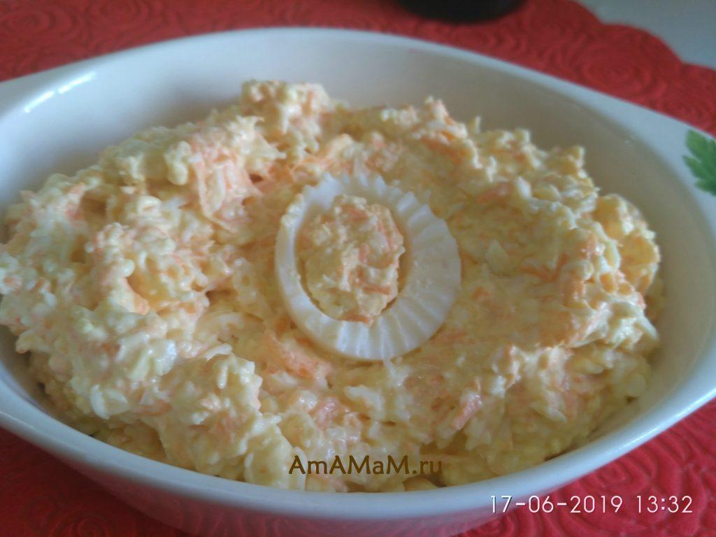 Сырки, чеснок, яйца и морковь - салат типа паштета