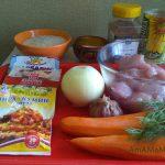 Рис, овощи, специи и мясо для плова с индейкой