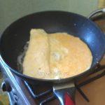 Рулет из омлета - простой рецепт на сковороде