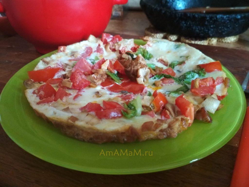 Омлет грибной с помидорами и листовым салатом