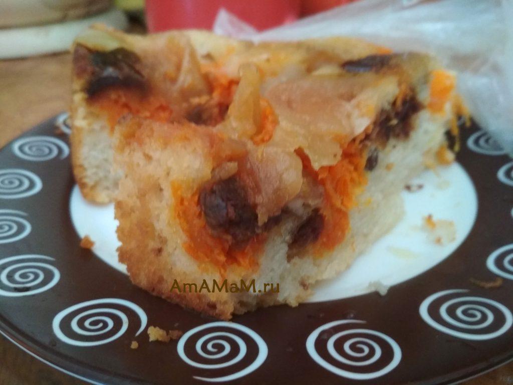 Рецепт яблочно-финикового пирога с морковью