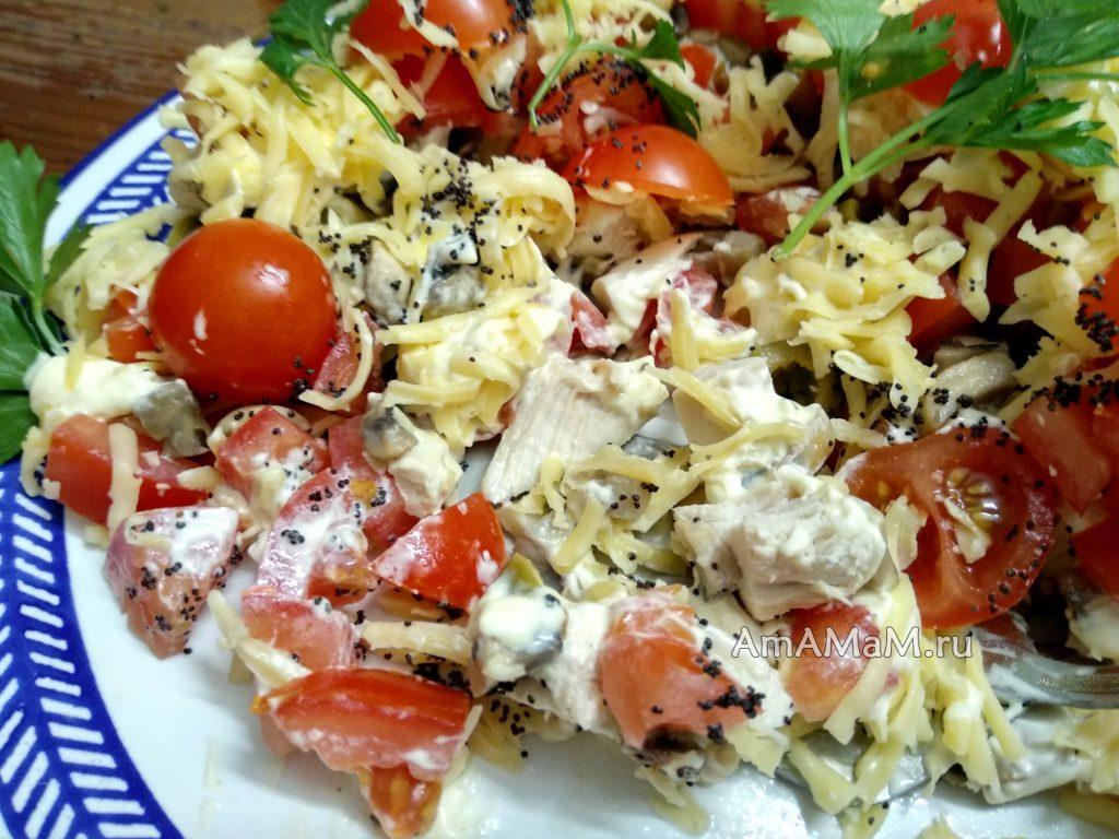 "Как выглядит салат ""Маки"" на тарелке"