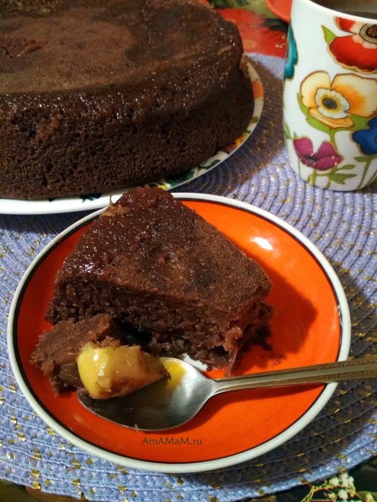 Пирог шоколадный с лимоном и яблоками
