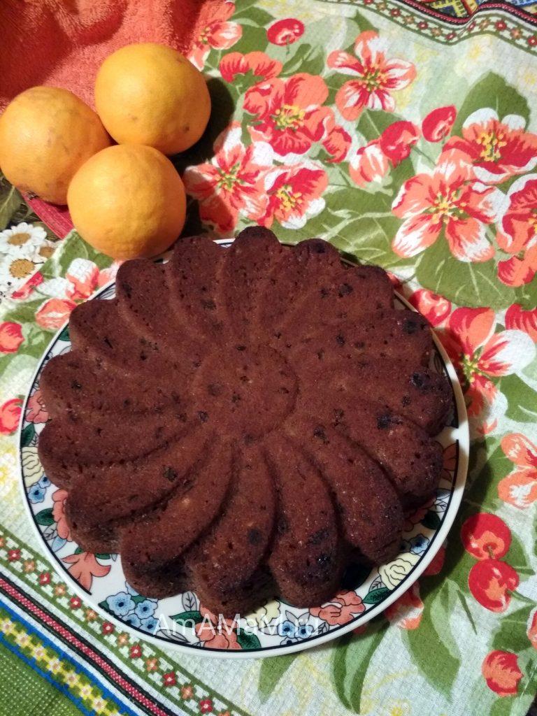 Шоколадный пирог с изюиом и соком, цедрой апельсина