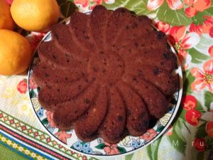 Пирог шоколадный с апельсином и изюмом