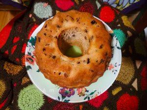 Лимонный рождественский кекс с изюмом и финиками на воде