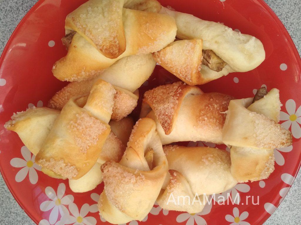 Круассаны с бананами и повидлом домашнего приготовления