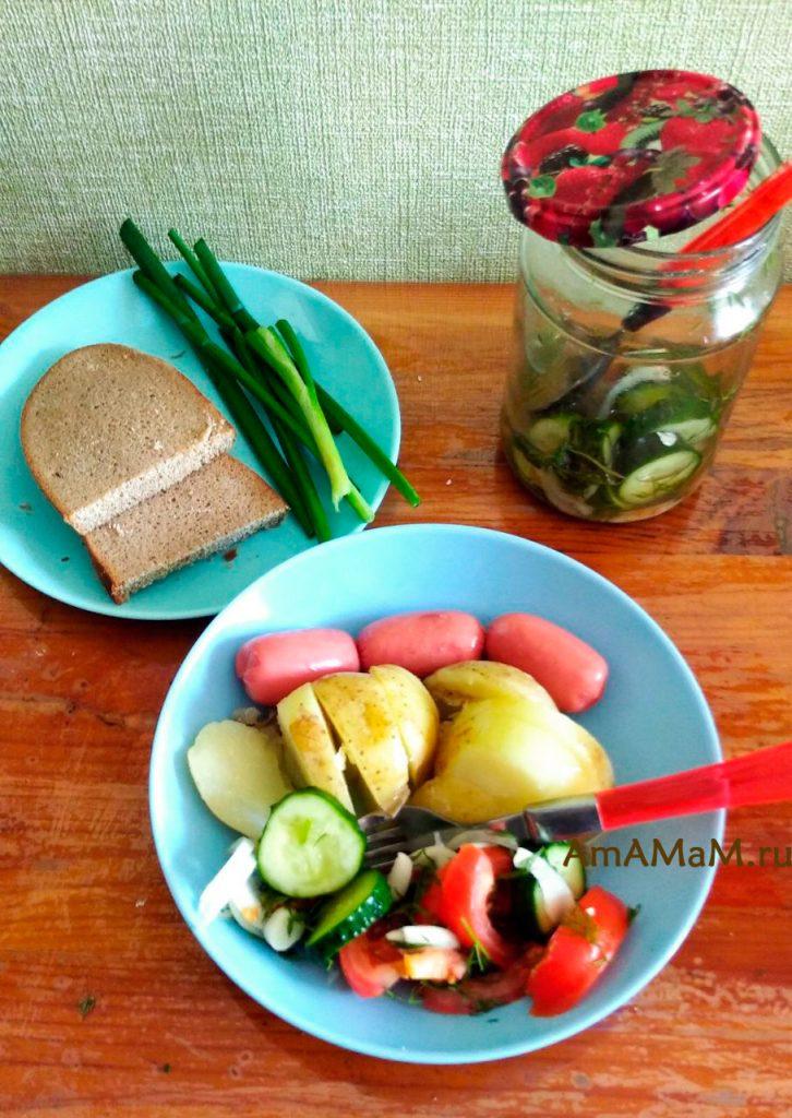 Вкусный салат из помидоров и огурцов - необычный рецепт в минералке