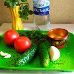 Салат в газировке - помидоры, огурцы, чеснок, лук и зелень