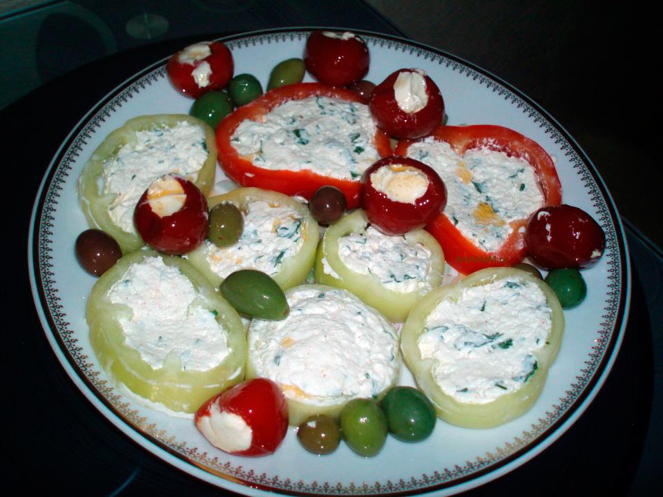 Кёрезёт в колечках перца - подача венгерской закуски