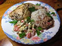 Очень вкусная курица (цыпленок), запеченная в духовке с гранатом и сулугуни и гарниром из риса
