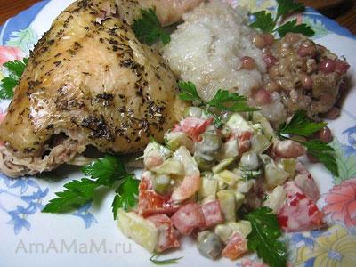 Готовый фаршированный цыпленок (курица), разделанная на порции с гарнировм из риса, салата и начинки