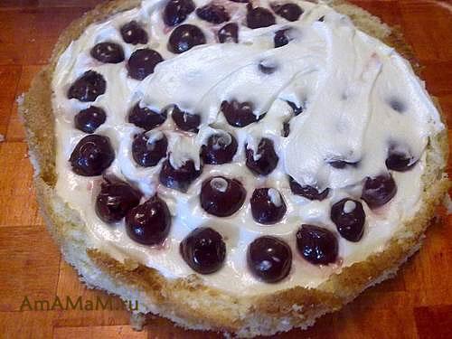Бисквитный торт с суфле и вишни