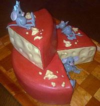 Торт в виде куска сыра с мышами - очень вкусный и эффектный! Готовитс яс кондитерской мастикой.