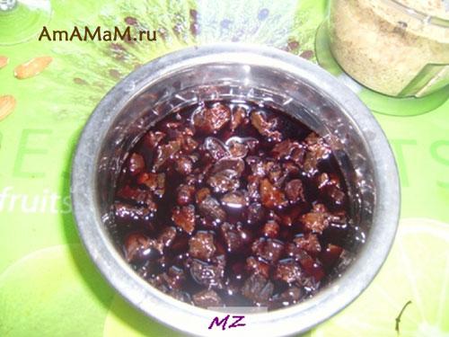 Как подготовить чернослив для бисквита
