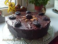 Вкусный шоколадный пирог с орехами и черносливом